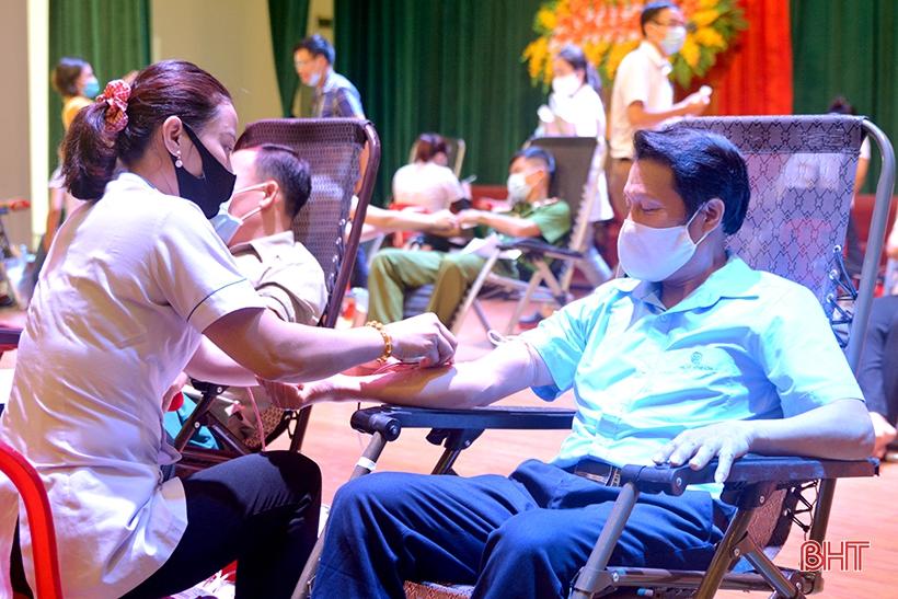Thu về 320 đơn vị máu tại Ngày hội Hiến máu tình nguyện TX Hồng Lĩnh