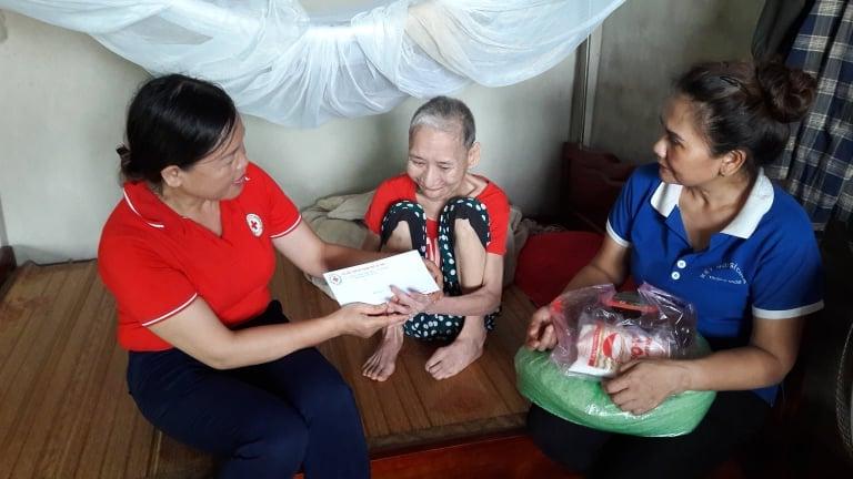 """Hoạt động hưởng ứng """"Tháng Nhân đạo"""" năm 2020 của Hội Chữ thập đỏ thành phố Hà Tĩnh"""