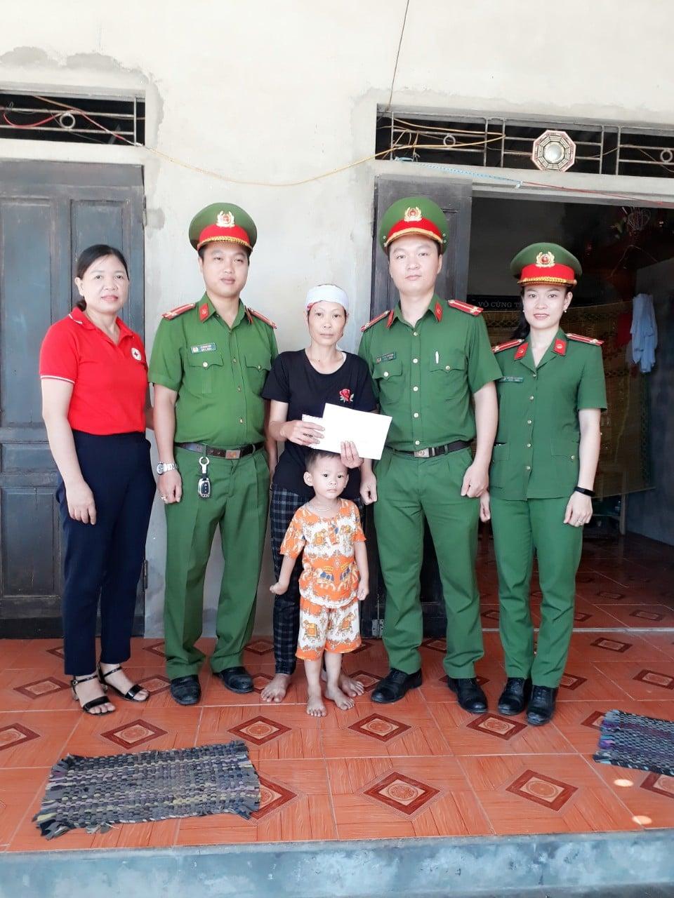 Hội Chữ thập đỏ thành phố vận động hỗ trợ thường xuyên cho các địa chỉ nhân đạo