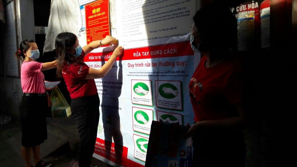 Hội Chữ thập đỏ thành phố tuyên truyền phòng chống dịch Covid - 19 tại Chợ Thạch Hạ - TP Hà Tĩnh