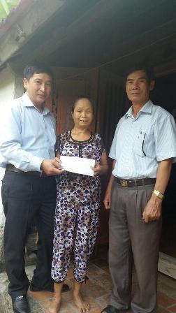 Trao quà cho 33 đối tượng cao tuổi khó khăn trên địa bàn huyện Đức Thọ