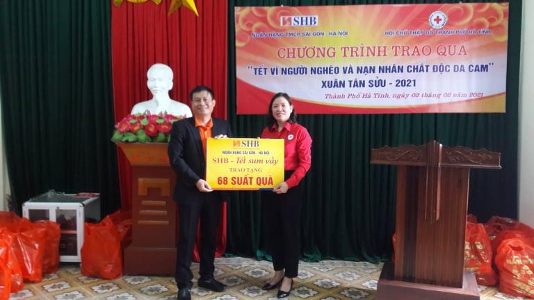 68 địa chỉ nhân đạo của thành phố Hà Tĩnh được nhận quà tết từ Ngân hàng TMCP Sài Gòn - Hà Nội - Chi nhánh...