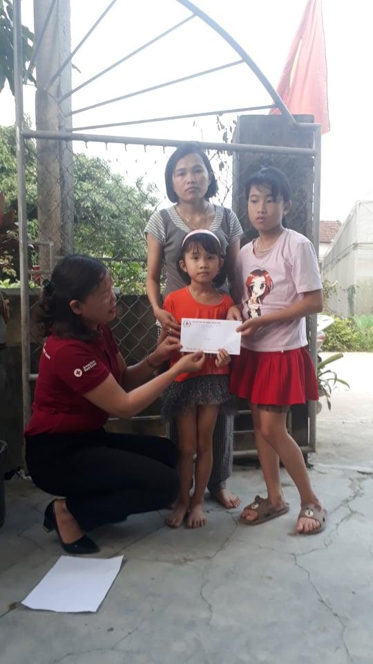 Hội Chữ thập đỏ thành phố tiếp tục trao hỗ trợ cho các địa chỉ nhân đạo trên địa bàn