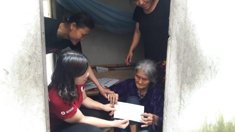 Hội Chữ thập đỏ thành phố kêu gọi, vận động hỗ trợ hàng tháng cho hộ đặc biệt khó khăn tại xã Thạch Môn, thành phố Hà Tĩnh.