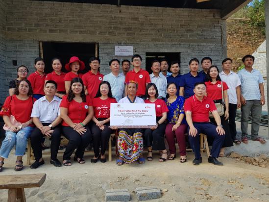 Khánh thành ngôi nhà của hộ gia đình được hưởng lợi tại xã Lưỡng Minh, huyện Tương Dương, tỉnh Nghệ An.