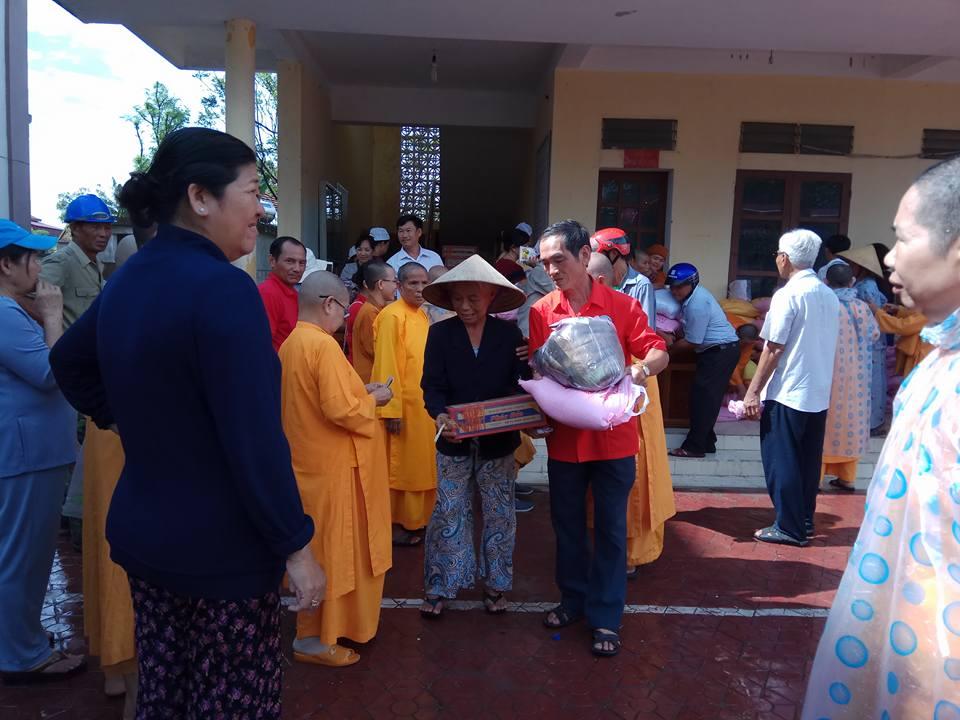Trao 745 suất quà cứu trợ tại Kỳ Phong, Kỳ Bắc, Kỳ Phú huyện Kỳ Anh