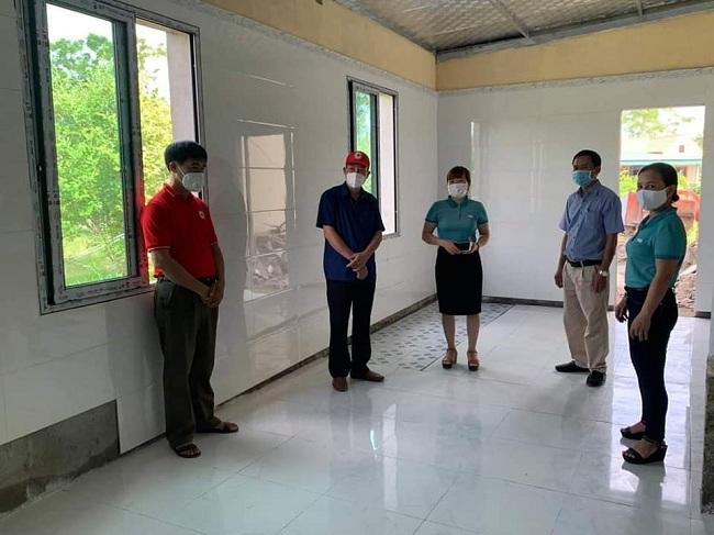 Bàn giao công trình được sửa chữa cho hai trường học ở Hà Tĩnh