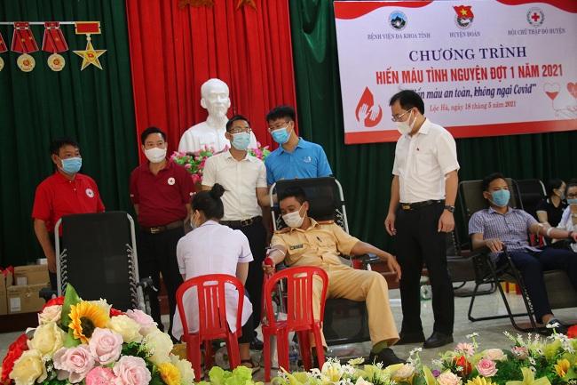 Hơn 155 cán bộ, đoàn viên thanh niên tham gia hiến máu tại Lộc Hà
