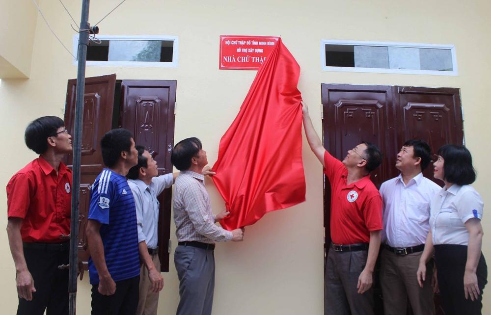 Nho Quan (Ninh Bình): Bàn giao nhà Chữ thập đỏ