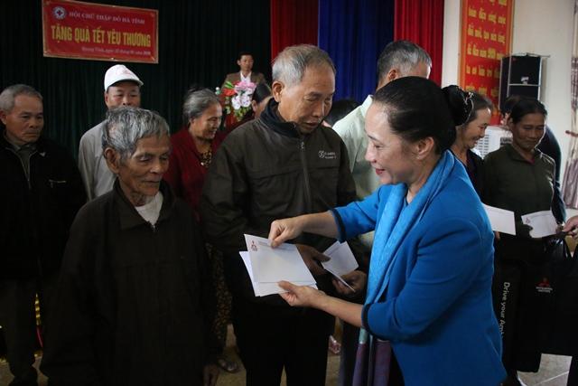Công ty TNHH Ô tô Mitsubishi Việt Nam chung tay chăm lo tết cho người nghèo Hà Tĩnh