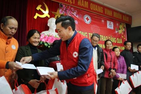 Công ty TNHH Ô tô Mitsubishi Việt Nam trao quà Tết cho các đối tượng khó khăn tại Hà Tĩnh