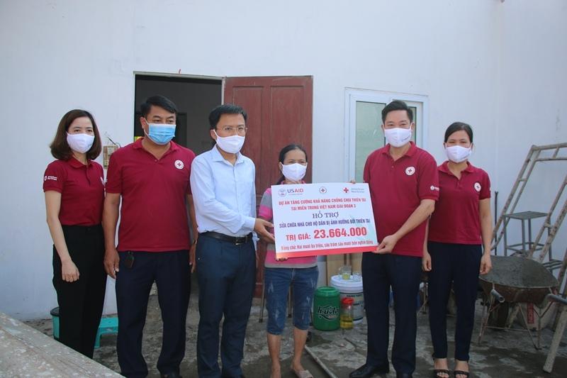 Hỗ trợ sửa chữa nhà cho 4 hộ dân bị ảnh hưởng bởi bão, lụt tại thành phố Hà Tĩnh