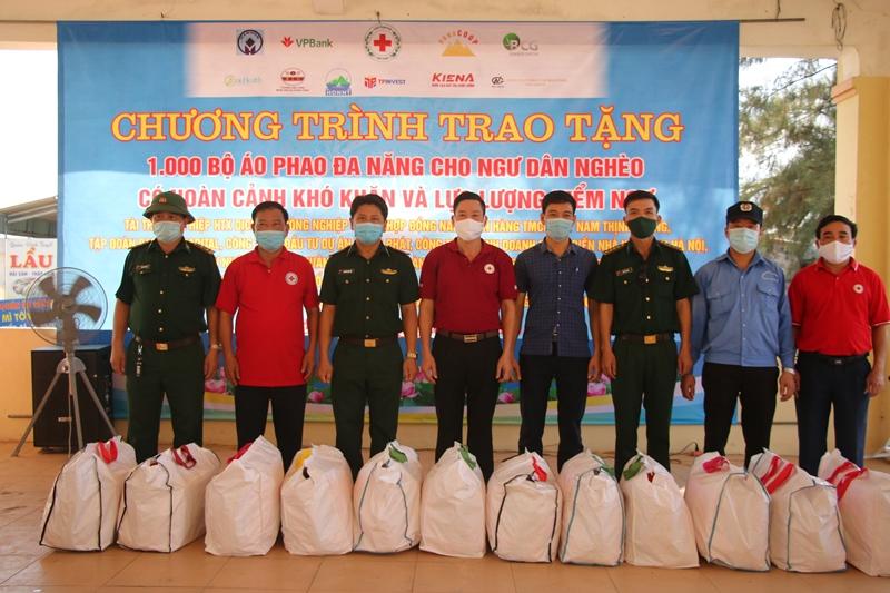 Hà Tĩnh cấp phát 800 bộ áo phao cứu sinh đa năng trong Tháng Nhân đạo