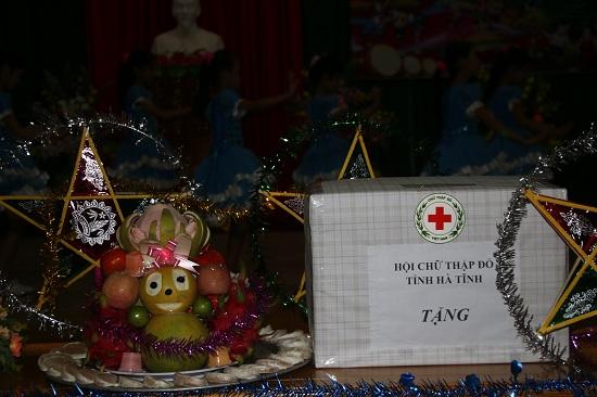 Vui Hội trăng rằm - Chia sẻ yêu thương với các em xã Nam Hương, huyện Thạch Hà