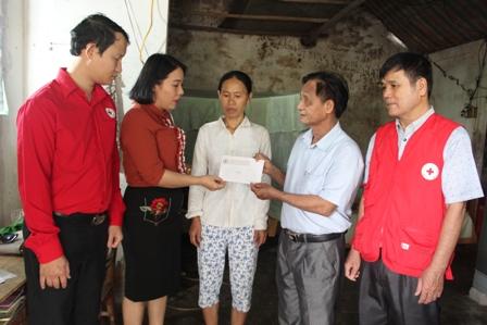 Hội Chữ thập đỏ tỉnh hỗ trợ và kêu gọi ủng hộ gia đình cháu bé 21 tháng tuổi bị bỏng nặng