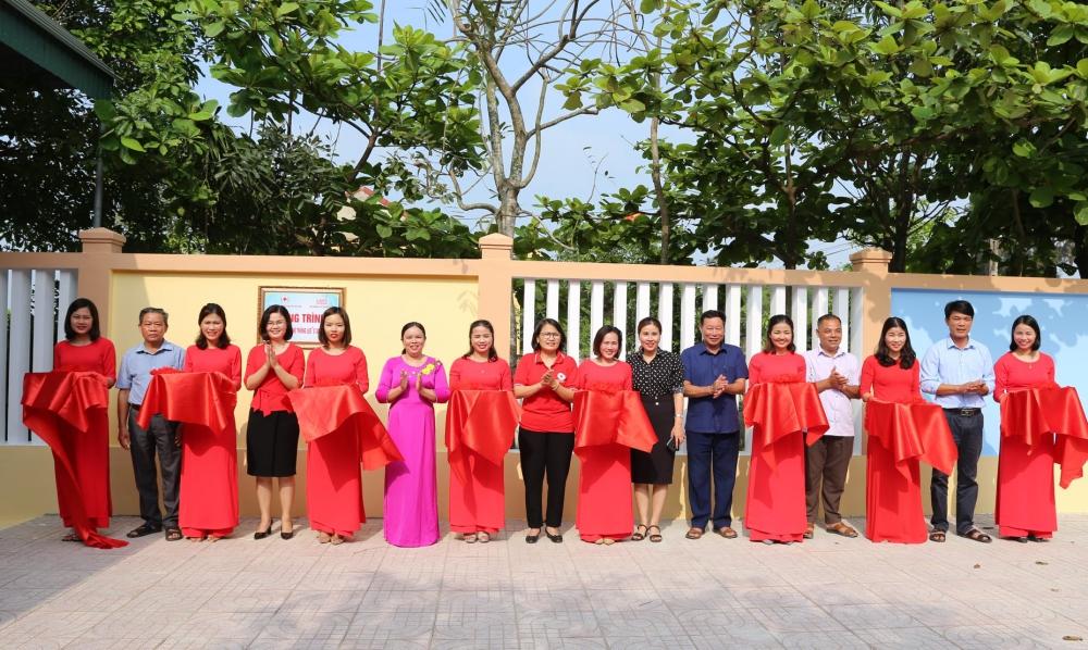 Chiều 6/4, Hội Chữ thập đỏ huyện Thạch Hà phối hợp với UBND xã Đỉnh Bàn và trưởng Mầm non Đỉnh Bàn đã tổ chức lễ khánh thành công trình sửa chữa trường học bị ảnh hưởng bởi thiên tai.