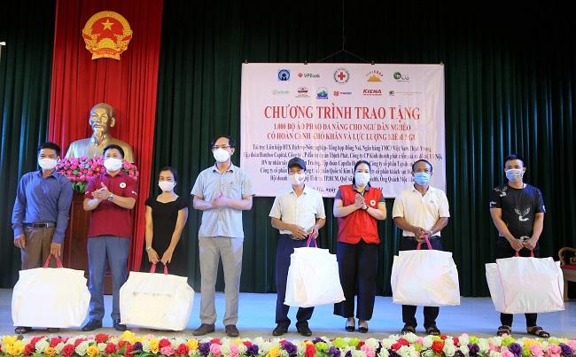 1.000 bộ áo phao đa năng đến tay ngư dân nghèo Hà Tĩnh