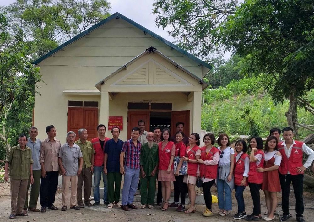 Lạc Sơn (Hòa Bình): Trao nhà Chữ thập đỏ cho 2 hộ đơn thân