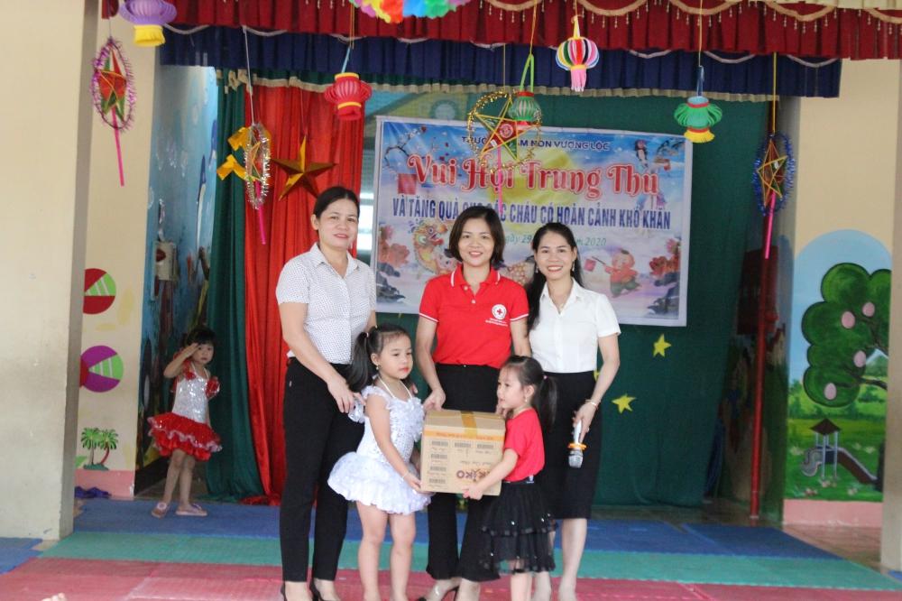 Hội chữ thập đỏ huyện Can Lộc vui tết trung thu cùng các cháu trường MN Vượng Lộc