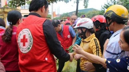 Hội Chữ thập đỏ tỉnh tổ chức Chương trình phát rau, củ...